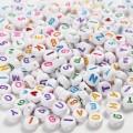 Bogstav perler blandet farver